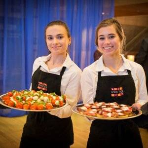 baratta's catering des moines testimonials serviers