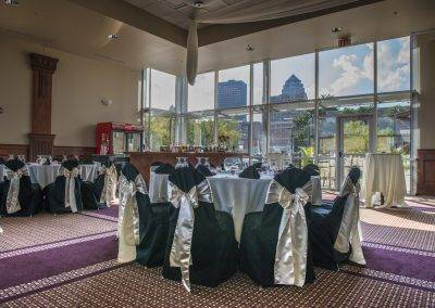 Forté overlooks the Des Moines skyline and river, so your guests will have gorgeous views.